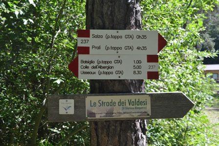 Il Sentiero dei Versi – A Massello (TO) il primo percorso assistito per ipovedenti in un bosco alpino
