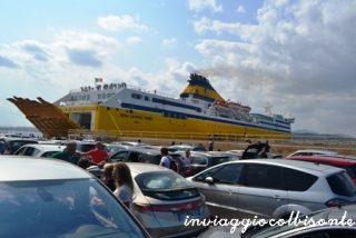 In attesa di salire sul traghetto