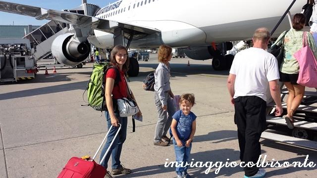 In aereo con i bambini: salita dalla scaletta