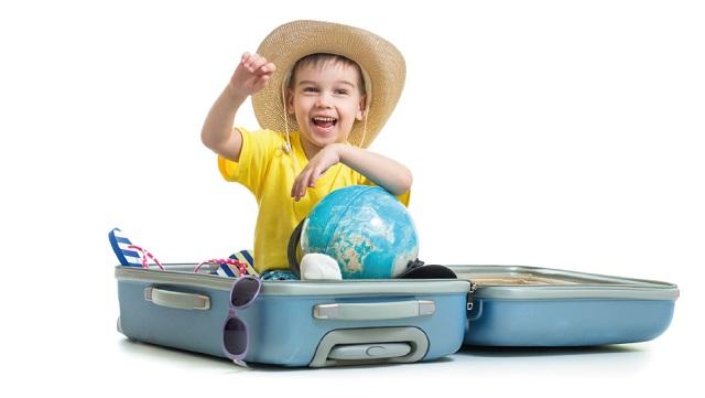 Intrattenere un bambino in un viaggio lungo quali giochi portare