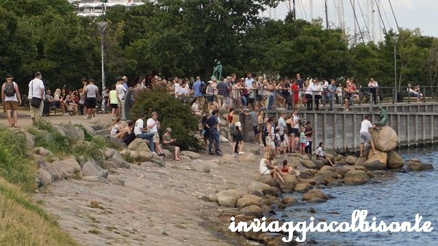 Sei giorni a copenhagen e dintorni con i bambini - la sirenetta e la folla